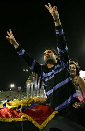 Chicago White Sox manager Oswaldo &#34;Ozzie&#34; Guillen waves to fans as his wife Ibis stands behind him at University stadium before a national baseball league game in Caracas, Venezuela, Friday, Nov. 4, 2005. Guillen brought his team&#39;s trophy home to share with Venezuela.  <span class=meta>(AP Photo&#47;Leslie Mazoch)</span>
